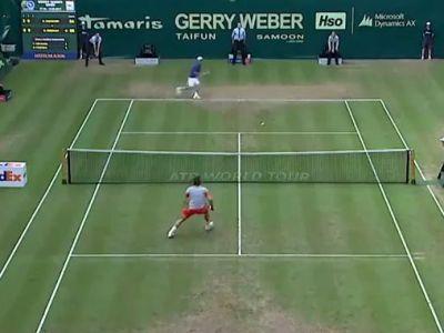Federer NU si-a dat seama ca a castigat un meci de tenis! :)) Faza zilei: si-a cerut scuze pentru gafa! Ce a facut pe teren! VIDEO