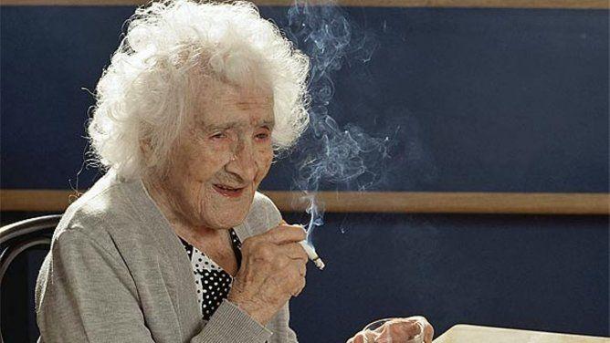 Secretul incredibil al femeii care a fumat 100 de ani si a trait pana la 122 de ani! Cum a reusit sa ajunga la aceasta varsta