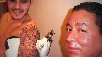 "Balotelli e mic copil pe langa el! Cel mai ""dement"" fotbalist din Italia a facut o NEFACUTA! Ce reprezinta ultimul sau tatuaj:"