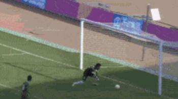 ASTA e motivul pentru care China nu joaca la Cupa Mondiala! :) Faza pe care e aproape IMPOSIBIL s-o vezi pe un teren de fotbal