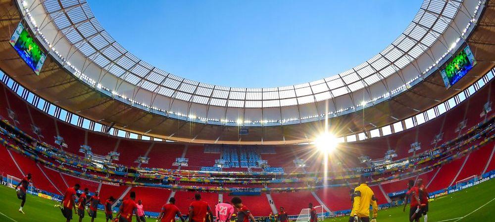 Un OZN a fost filmat deasupra stadionului la Brazilia - Camerun. Imaginile surprinse de un fan in timpul meciului. VIDEO