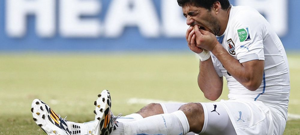 FOTO Prima reactie a lui Suarez dupa ce a fost INTERZIS in fotbal! Gestul neasteptat al CANIBALULUI de la Cupa Mondiala!