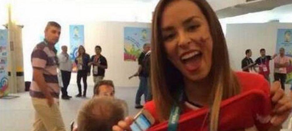 Cea mai vizualizata imagine a momentului pe internet! O jurnalista chiliana si-a dat jos tricoul dupa golul lui Alexis