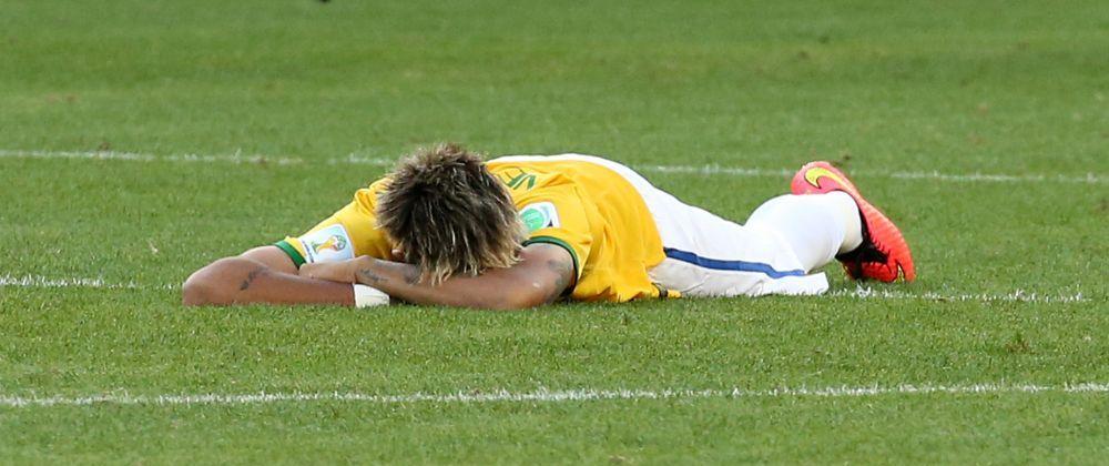 FOTO CUTREMURATOR! Neymar a cedat nervos! Cu dureri, a cazut in genunchi si a plans ca un copil! Imaginile nevazute la TV