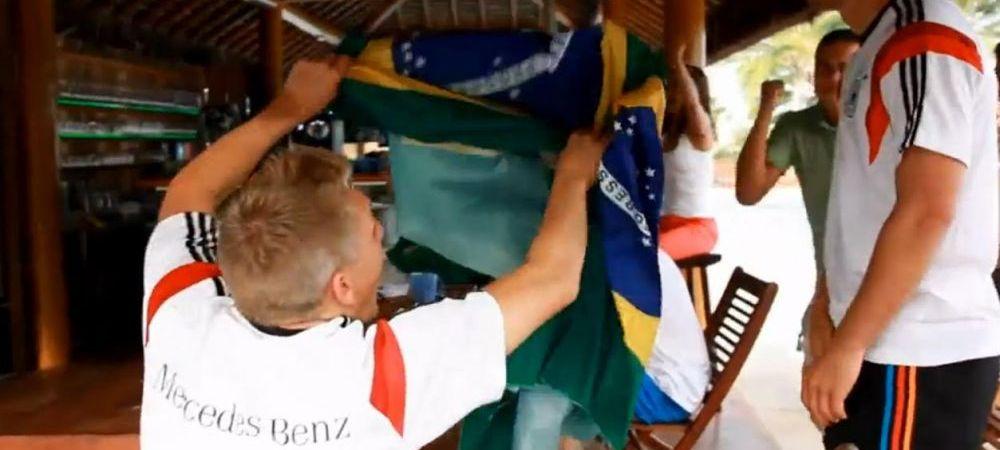 Sunt STARURI, dar sunt in stare sa faca asta! :)) Cum au fost surprinsi doi jucatori ai Germaniei la calificarea Braziliei! VIDEO