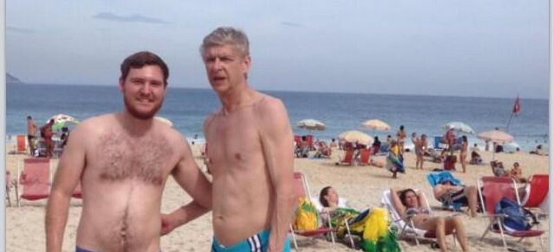 Imaginea cu Arsene Wenger la plaja face inconjurul lumii! Fanii rad de slipul care pare sa fi fost la moda acum 30-40 de ani :)