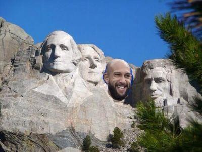 Howard a fost transformat in Secretarul Apararii din SUA. Omul care i-a facut pe americani sa adore soccerul sufera de Tourette!