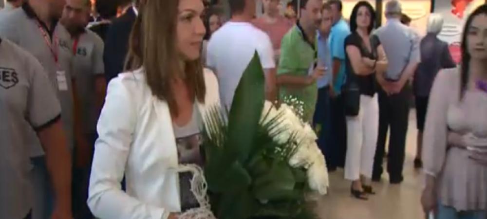 Primire FANTASTICA pentru Simona Halep! Toti oamenii din aeroport s-au oprit s-o aplaude! Ce promisiune le-a facut romanilor: