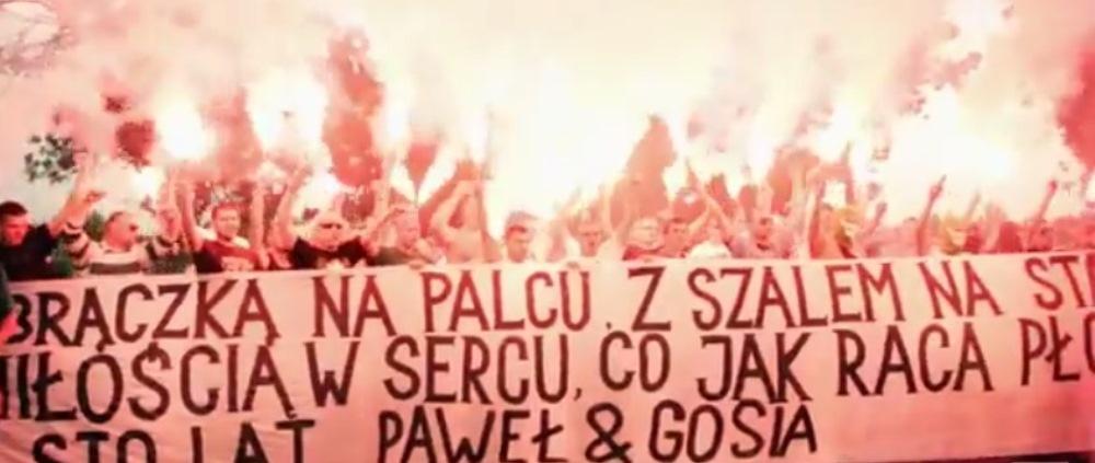 Asta este nunta anului in fotbal: Au adus toata peluza la petrecere. Fanii au venit cu bannere si torte! SUPER VIDEO
