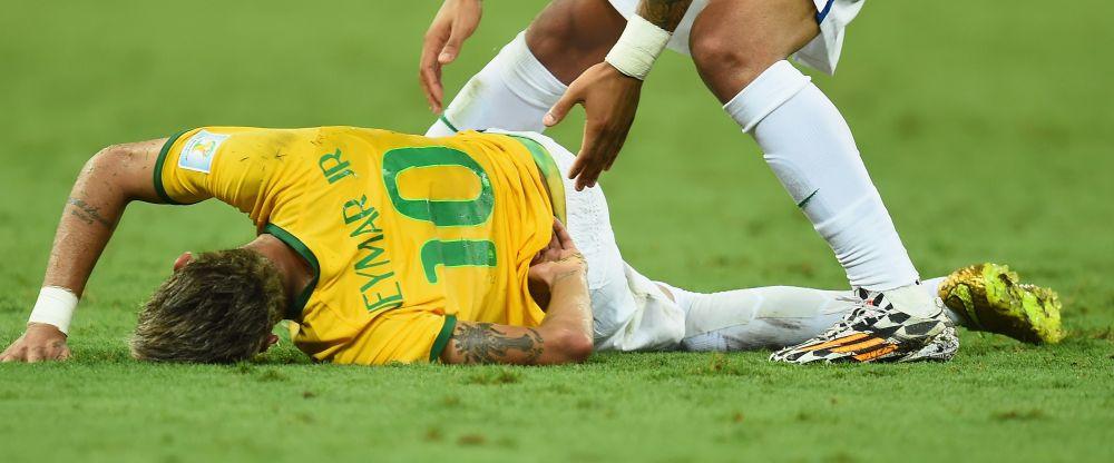 Neymar, CE DRAMA! Verdictul medicilor este crunt: fractura de vertebra, starul Braziliei e OUT de la Mondial!