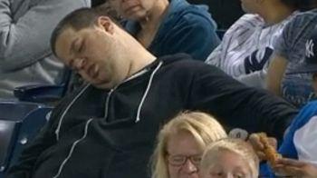 """""""M-au facut sa ma simt ca o vaca!"""" A adormit in timpul meciului si a patit asta! Acum cere daune de 10 milioane de dolari"""