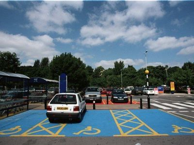 Ce se intampla in Marea Britanie daca parchezi pe locurile pentru persoane cu handicap: