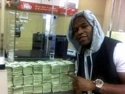 Numai Mayweather putea sa faca asa ceva! CADOU de 300.000 de dolari pentru iubita lui! Ce i-a luat VIDEO