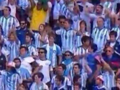 Gestul SINUCIGAS al unui fan in mijlocul galeriei Argentinei! Ce a scos de sub tricou. FOTO