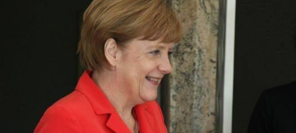 Toti au inceput sa rada cand au vazut-o! Ce tinea in mana Angela Merkel cand a intrat pe stadion la finala Mondialului