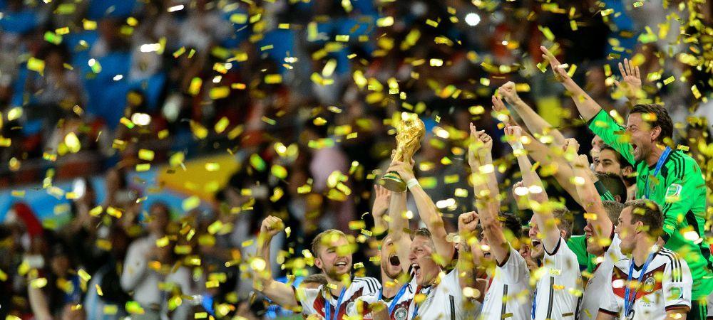 Demential! Ce facea Platini in momentul in care Germania ridica marele TROFEU! Un jucator s-a dezbracat imediat :)