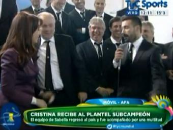 "Lavezzi nu s-a simtit niciodata mai stanjenit! Presedinta Argentinei i-a strigat de fata cu toti: ""Vino incoace, sex-simbolule"" :)"