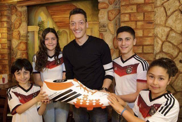 """Gest superb facut de Ozil dupa castigarea Mondialului! Mijlocasul a ajutat 23 de copii brazilieni: """"A fost o lectie pentru mine"""""""