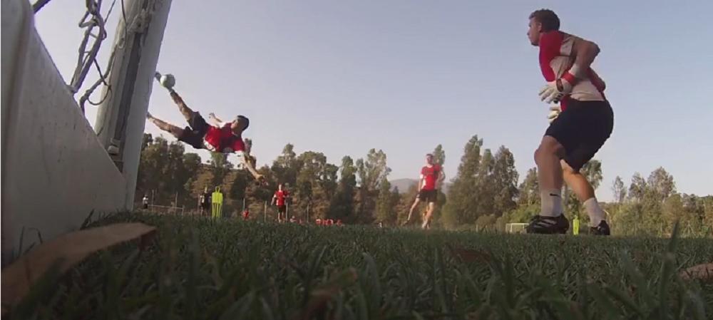 Tucudean i-a impresionat pe englezi de la primele antrenamente: gol formidabil cu o foarfeca de zile mari! VIDEO