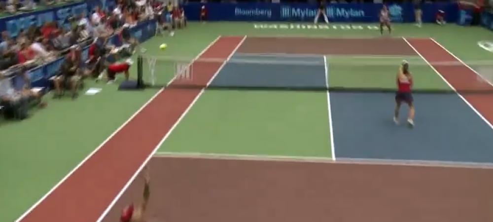 N-ai vazut NICIODATA asa ceva! O jucatoare de tenis a jucat SINGURA la dublu! Cum a fost posibil
