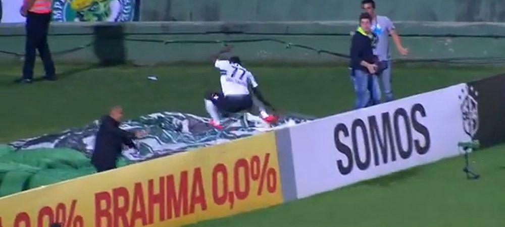 OUCH A picat in gol imediat dupa GOL! Moment dureros si amuzant in Brazilia! Ce a patit un jucator imediat dupa ce a marcat VIDEO
