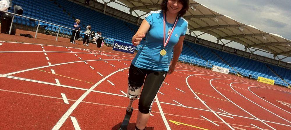 Decizia UNICA a acestei tinere. Le-a cerut medicilor sa-i AMPUTEZE piciorul ca sa alerge mai bine! FOTO