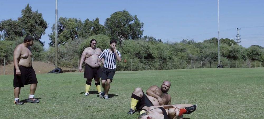 Ce se intampla cand o echipa 5 femei sexy joaca impotriva uneia cu 5 'atleti'? :) VIDEO Reclama la un nou joc de fotbal