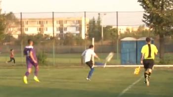 Premiera mondiala in fotbal: un arbitru roman i-a dat ROSU unui jucator pentru ca a sutat prea tare in minge :)) VIDEO