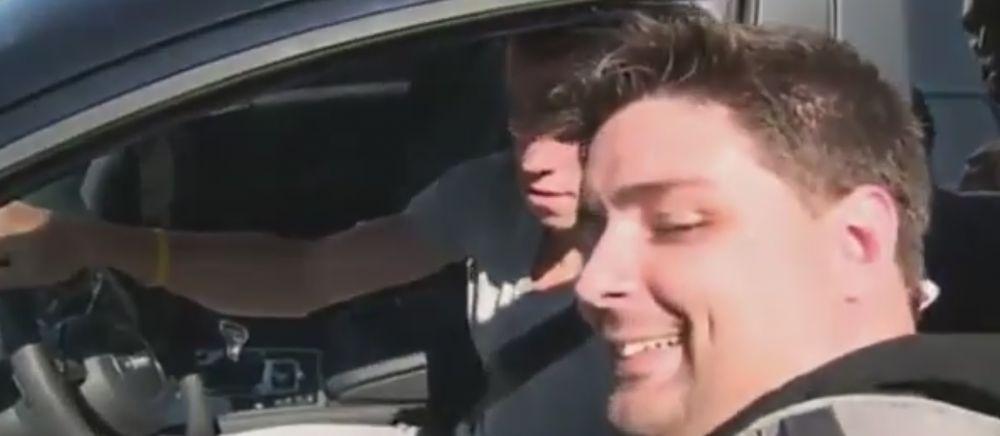 CE GAFA! Cum a reusit Bale sa calce o fana cu masina, in timp ce incerca sa dea autografe. VIDEO