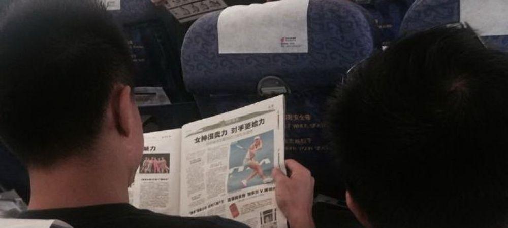 """Citea linistit un ziar, insa nici nu isi imagina cine se afla in spatele sau: """"Hei, prietene, sunt chiar aici!"""" :) FOTO"""