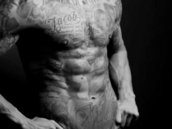 """Cum arata sportivul cu cel mai LUCRAT abdomen din lume. Bate """"legenda de 3000 de abdomene pe zi"""" a lui Cristiano Ronaldo"""
