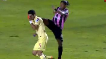 Intrare criminala a lui Ronaldinho! Starul brazilian i-a dat cu piciorul in gura unui adversar, dar n-a primit nici galben: VIDEO