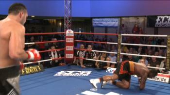 Momentul in care un GIGANT de 1,95 a fost pus la PODEA de Ciocan! Victorie SENZATIONALA, visul Klitschko e aproape! VIDEO