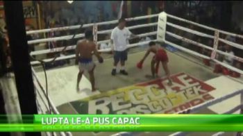NEBUNIE in ring! A vrut sa-l rupa pe adversar, dar a ZBURAT printre corzi! VIDEO