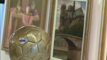 Unic in Romania! Cat a ajuns sa valoreze astazi mingea istorica pe care Dobrin a primit-o de la Real Madrid