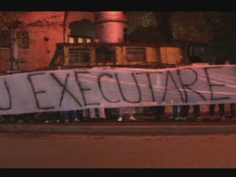 """VIDEO: Zeci de suporteri au mers dupa Capra la DIICOT! """"La multi ani cu executare"""" / """"Capra, la puscarie!"""""""