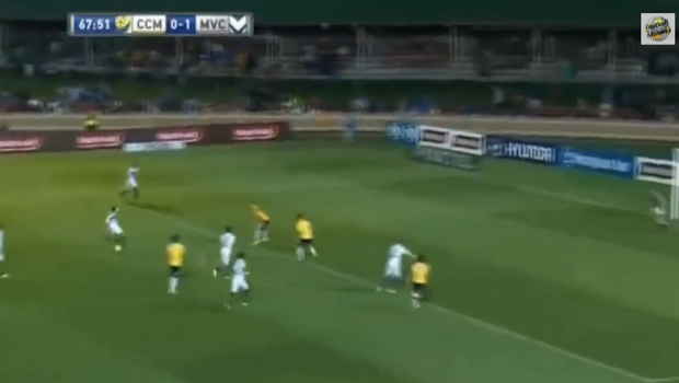 """""""He's back!"""" Georgievski a dat golul ANULUI In Australia! Lob superb peste portar de la 25 de metri. VIDEO"""