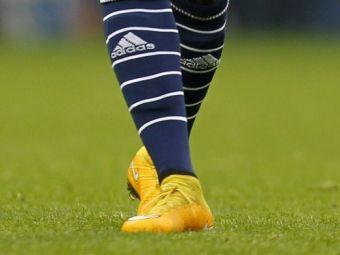 A fost calcat pe picior in timpul meciului, dar a continuat sa joace. FOTO SOCANT in Anglia! Cum arata cand si-a dat gheata jos