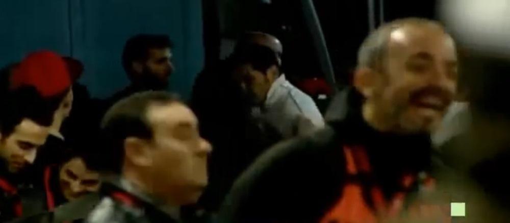 Imaginile NEVAZUTE la TV. Ce a facut bodyguardul lui Cristiano Ronaldo pe teren cand fanii au venit sa-l imbratiseze. VIDEO