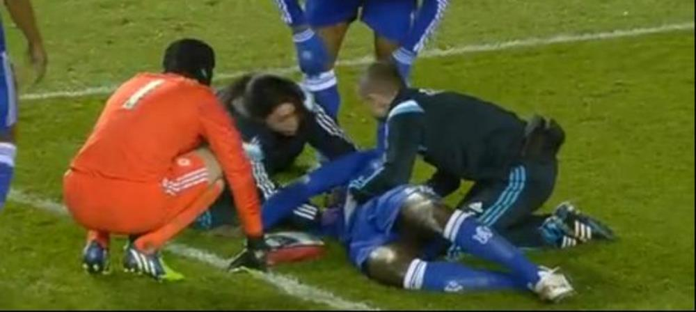 Accidentare horror la Chelsea! Fabregas si Azpilicueta au carat singuri targa sa ajunga mai repede la el. Ce s-a intamplat! VIDEO