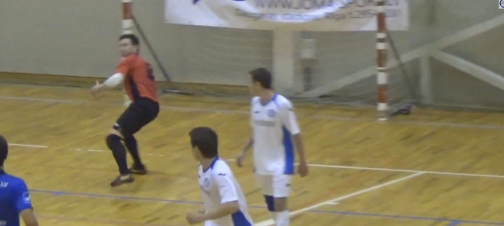 Gol SENZATIONAL in futsal! Portarul a aruncat mingea, apoi a urmat executia ASTA! VIDEO
