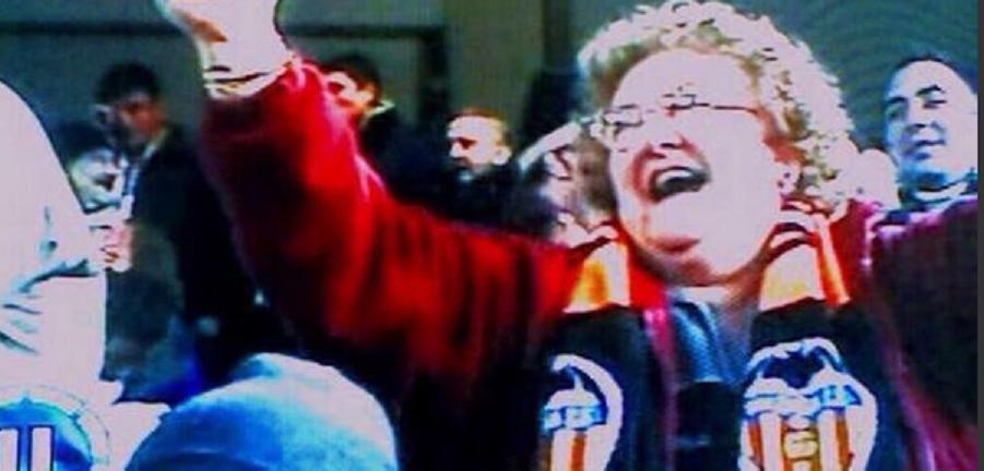 Faza INCREDIBILA la meciul Valenciei! Fanilor nu le-a venit sa creada cand au vazut ce tine in mana aceasta femeie