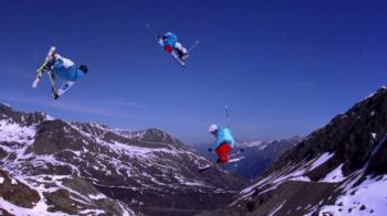 Cea mai tare iluzie optica din sport in 2014. Cum reusesc sa sara acesti schiori. VIDEO