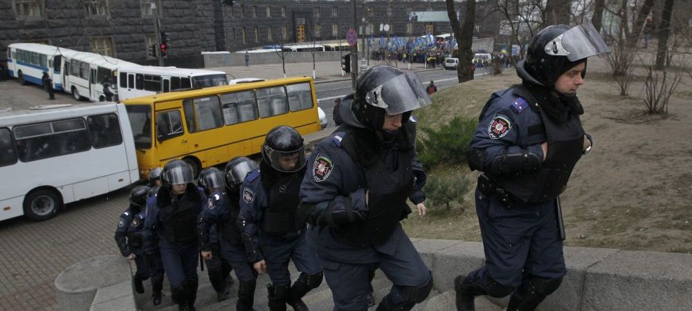 RAZIE ca in Liga I la Federatia din Ucraina! Politistii ancheteaza fapte de coruptie in fotbalul ucrainean!