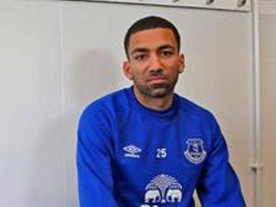 Cel mai nefericit transfer din cariera? Galerie foto senzationala: Cum s-a fotografiat Lennon dupa ce a ajuns la Everton