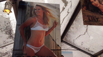 Caroline Wozniaki, vedeta in Sports Illustrated! Pictorial INCENDIAR in costum de baie. FOTO