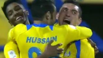 Moment emotionant pentru Keseru, dupa primul sau gol in Qatar. Boloni l-a luat in brate pe teren si i-a spus asta. VIDEO