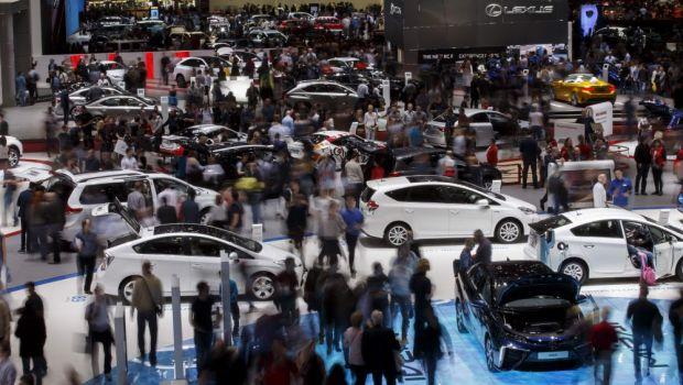 VIDEO Cele mai tari imagini de la Geneva. Surpriza pregatita de Dacia, SUV-ul schitat de un roman si noutatile de la Mercedes, Audi si Ferrari
