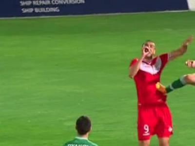 SCENE incredibile in Bulgaria! Cosmin Moti i-a dat KO unui fost jucator al Stelei! L-a lovit fara mila, nu a primit nimic! FOTO