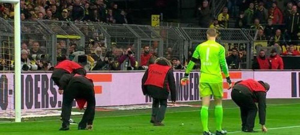Gest scandalos facut de fanii lui Dortmund la meciul cu Bayern. Ce a gasit Neuer pe jos cand s-a apropiat de poarta. FOTO